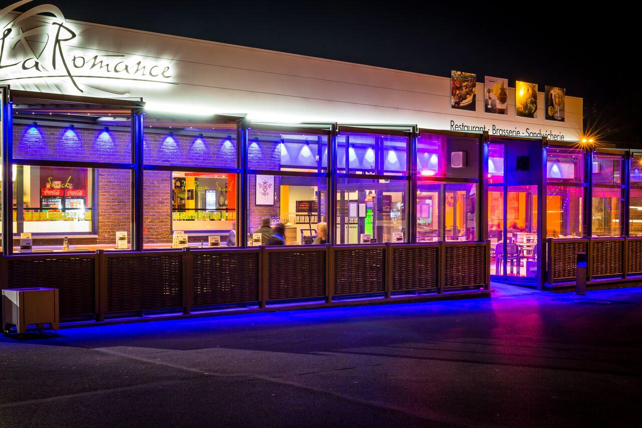 PatioScopic-Restaurant-Patio-Conservatory-With-Nighttime-Illumination